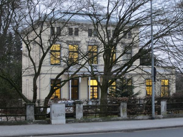 """Fuji Villa"" an der Tiergartenstraße"