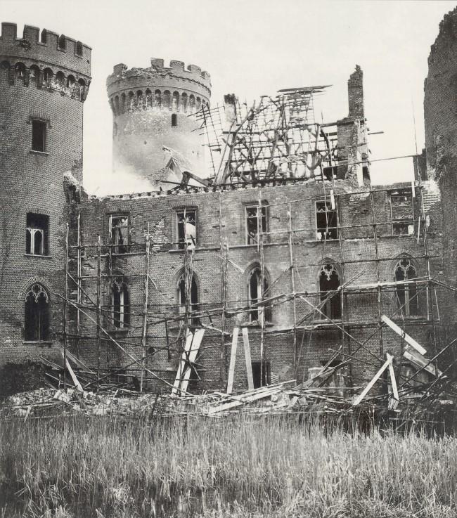 Der Schlossbrand zu Moyland im Jahre 1954