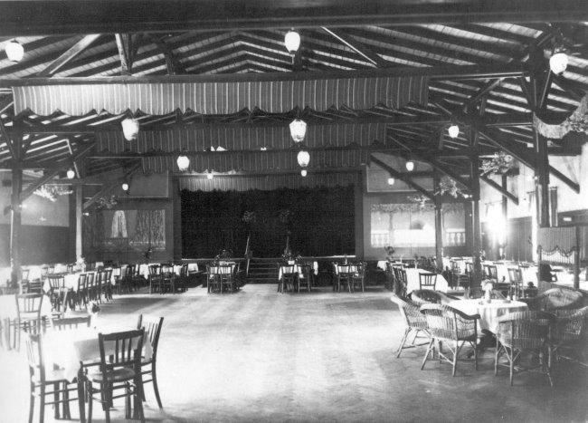 Der große Festsaal vom Schweizerhaus in Kleve