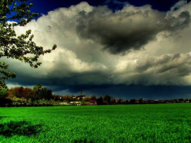 Ein Gewitter zieht auf über Kleve