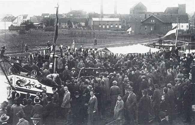 Volksauflauf im Klever Hafen