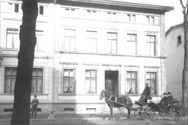 Eine Droschke auf der Tiergartenstraße