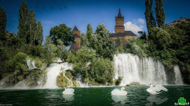 Heb je ooit de watervallen voor de Schwanenburg gezien?