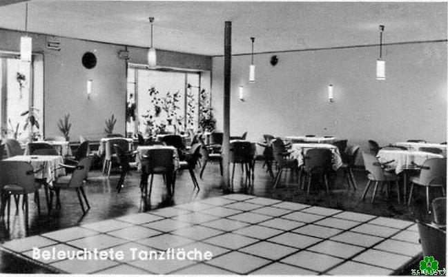 De verlichte dansvloer van Cafe Heselmann in Kleef
