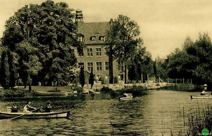 Historische Wasserburg-Idylle in Rindern