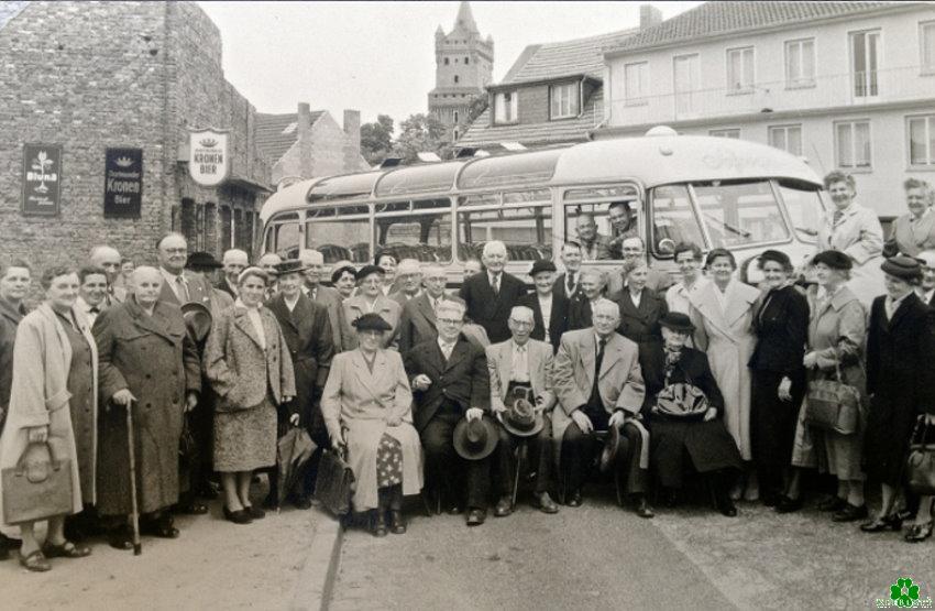 Bus-Tour-Start auf dem Kleinen Markt