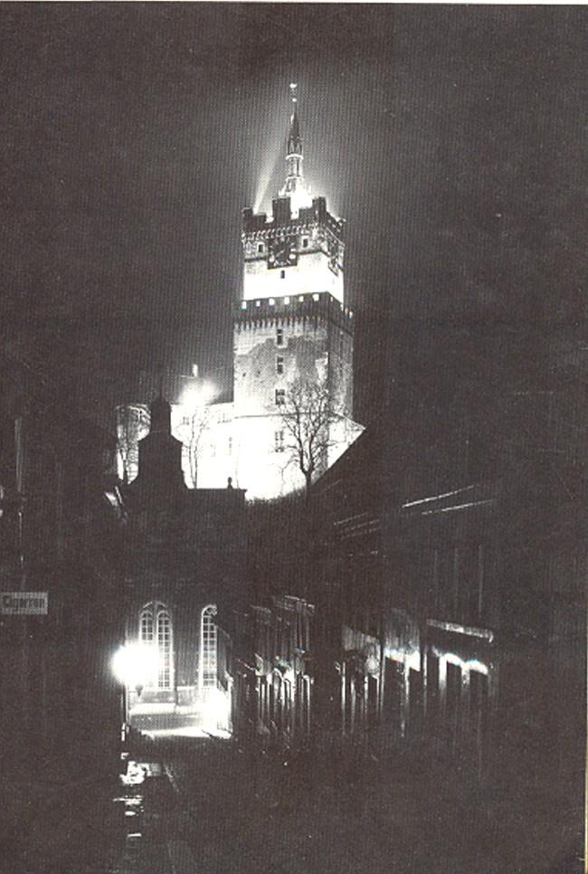 Beleuchtete Schwanenburg im Jahre 1935