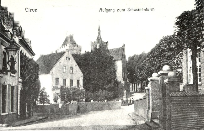 HISTORISCHE TOEGANG TOT DE SCHWANENBURG IN CLEVE