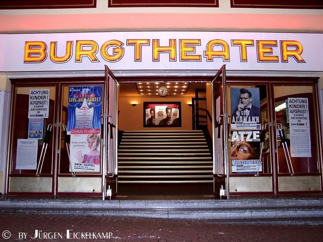 Das Burgtheater in Kleve bei Tag und Nacht
