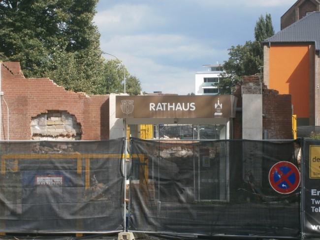 Das Klever Rathaus in Trümmern