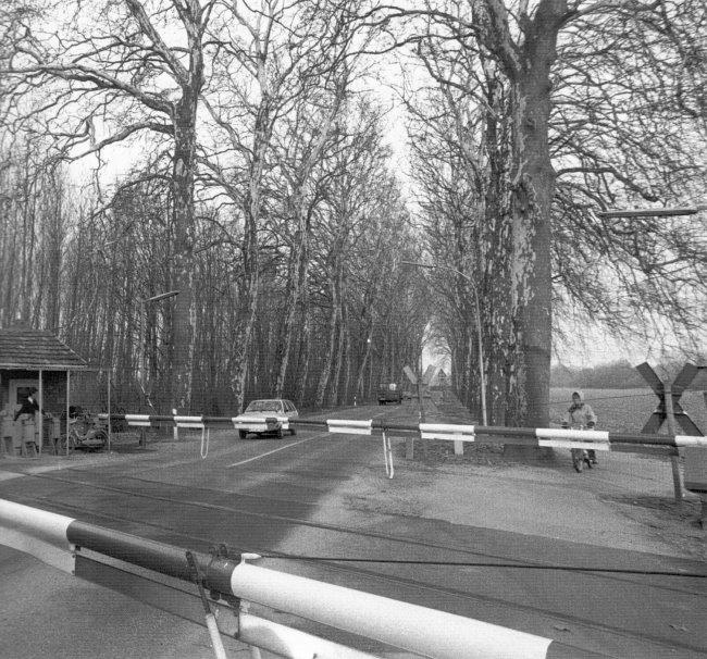 Die Bahnschranke auf der Wasserburgallee in Kleve