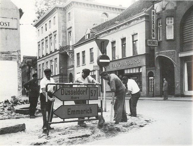 Bekend? Café 'Langenberg en het nieuwe Minoritenstrasse-gebouw in Kleve