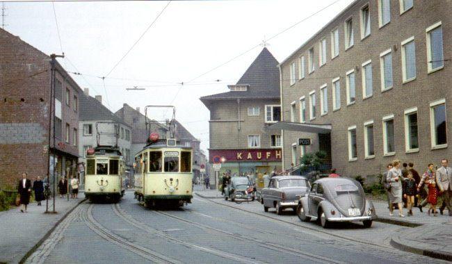 Kaufhalle, Post und Straßenbahn in Kleve