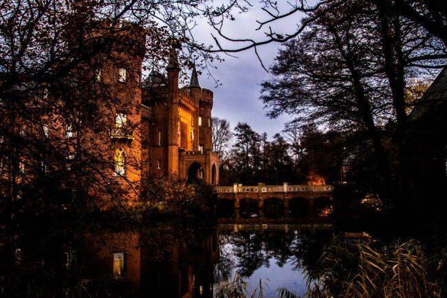 Dämmerung über Schloss Moyland