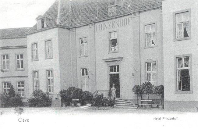 De ingang van Hotel Prinzenhof in Kleve