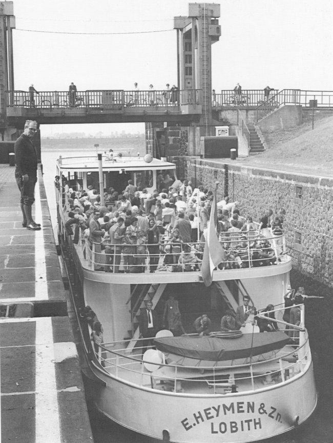 Dat waren de tijden: een rondvaartboot in Brienen