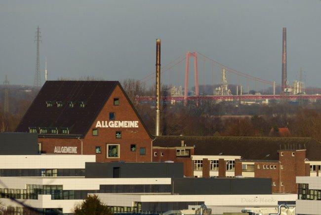 Hogeschool Rijn-Waal bij de Rijnbrug?