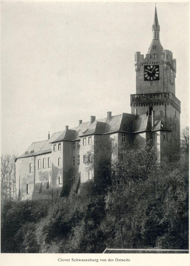 Das schwarze Ziffernblatt der Schwanenburg