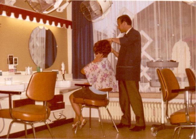 Warst Du auch beim Friseur-Salon auf der Herzogstraße?