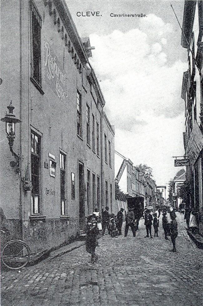 Die enge Cavarinerstraße von Cleve