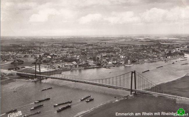 Kijk maar: het is druk onder de brug Kleve-Emmerich over de Rijn