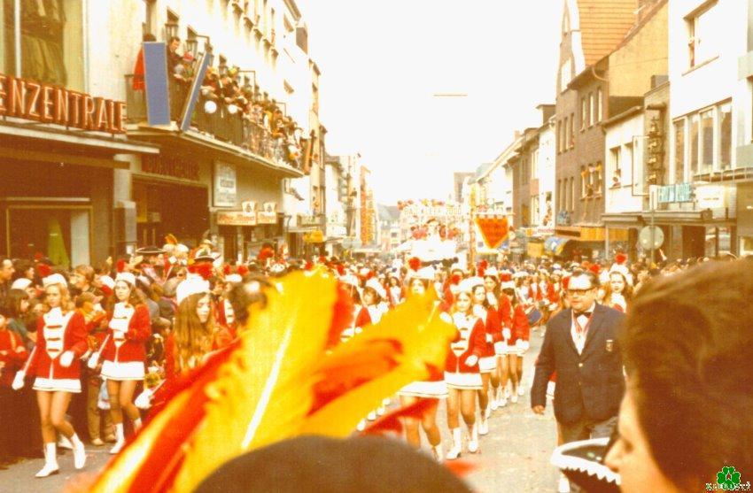 Er geweest? Roses Maandag-processie voor het Burgtheater