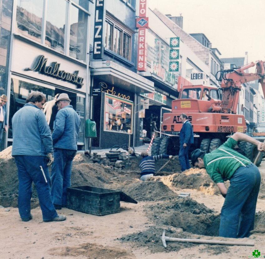 Buddeln auf der Großen Straße in Kleve