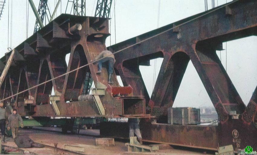 Weißt Du, wo sich diese mächtigen Stahlträger befinden?