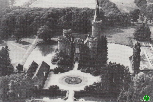 Heb je Moyland Castle ooit zo gezien?