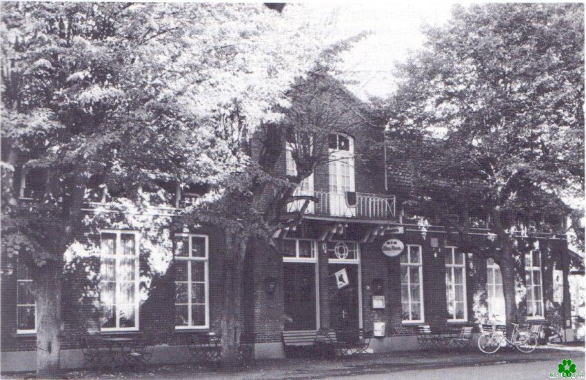 Kent u dit gebouw in Moyland?
